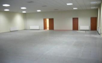 -mała sala sprzedaży